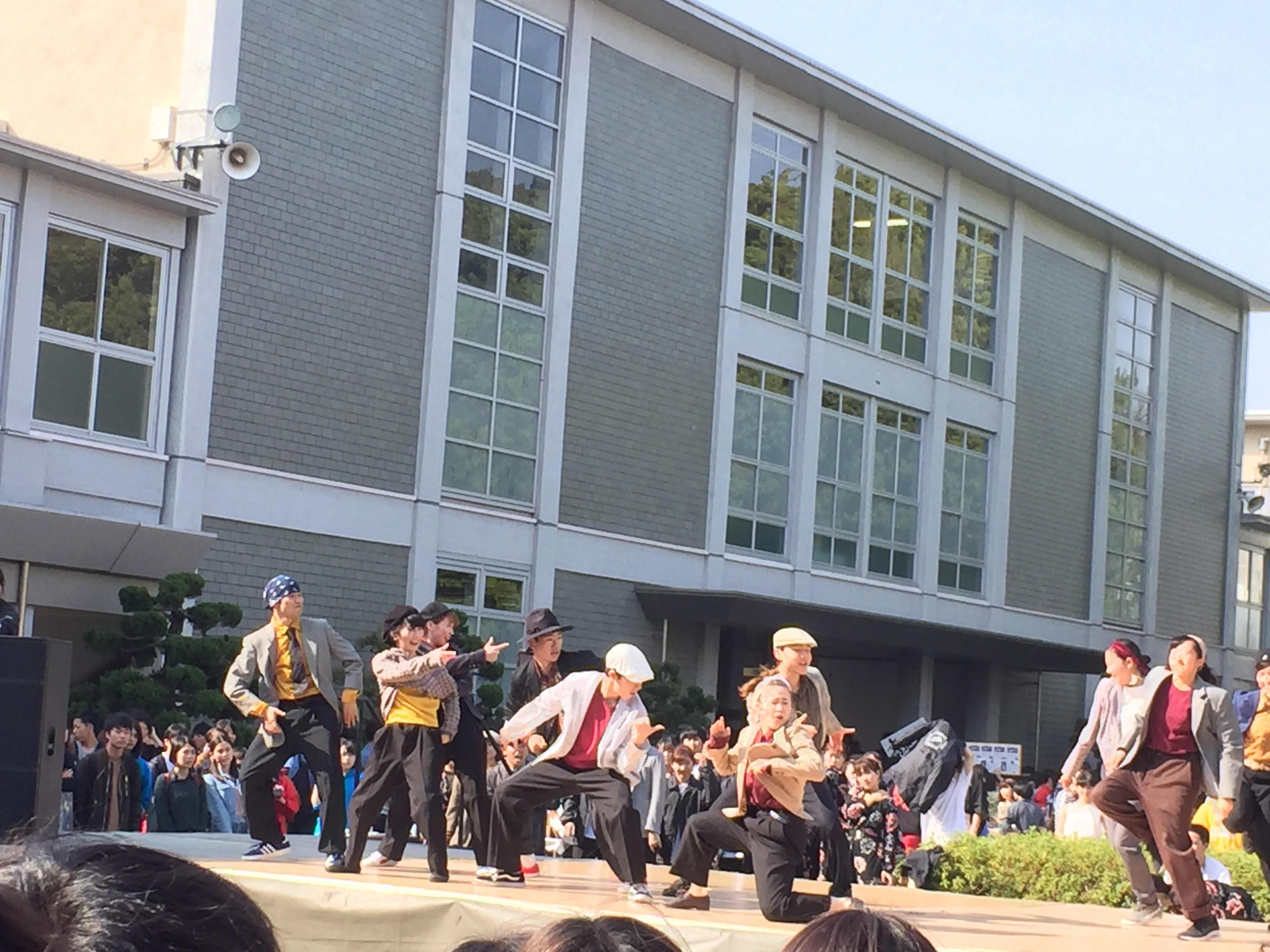 中庭公演.jpg